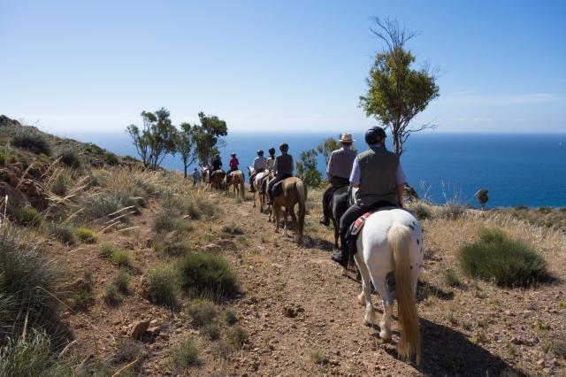 A cheval le long de la côte du parc naturel Cabo de gata