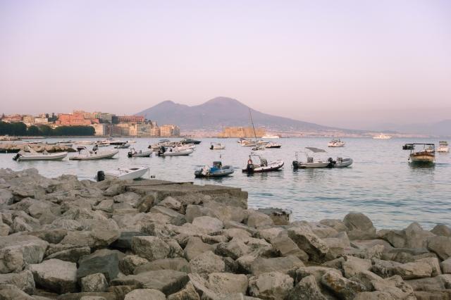 Lungomare : Vue sur Naples et le Vésuve