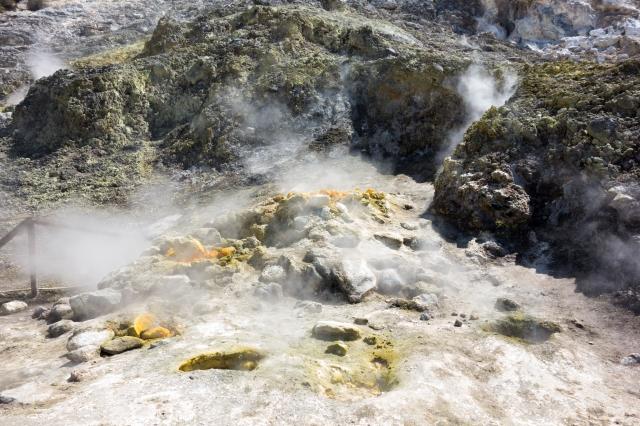 Cratère de la Solfatara - fumerolles