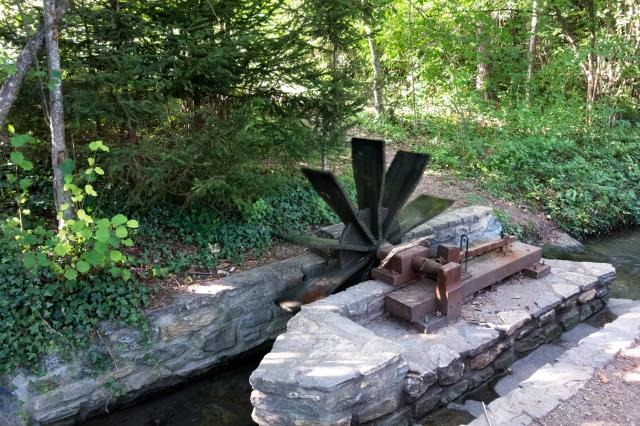 Moulin à eau sur le parcours du bisse de Lens