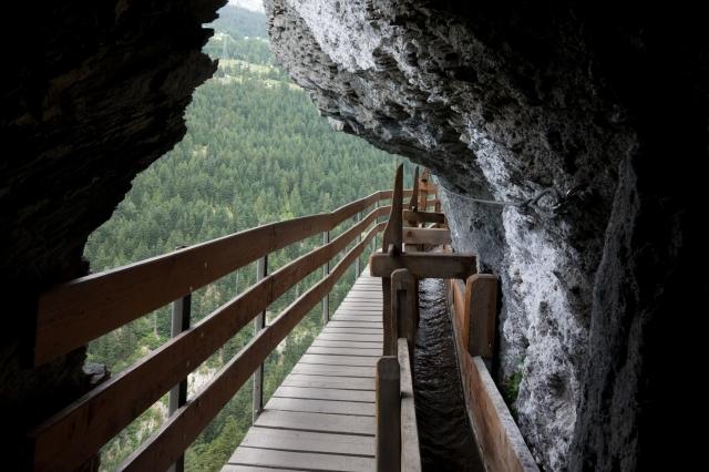 Bisse de Savièse - Passage sous roche